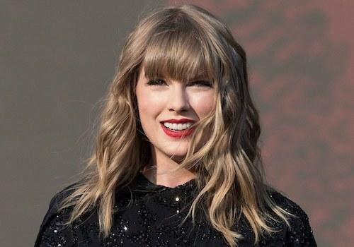 Ca sĩ Taylor Swift đứng đầu danh sách sao kiếm nhiều tiền nhất 12 tháng qua. Ảnh: Teen Vogue.
