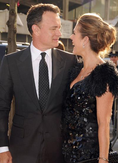 Rita nói chồng thuộc tuýp người lãng mạn. Trong một lần dạo phố, Tom Hanks dắt vợ qua đường và nói thầm với bà: Em không cần thay đổi bất kỳ điều gì. Anh sẽ luôn yêu em. Ảnh: REX.