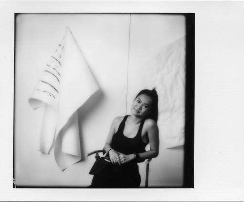 Cô cho haykhông bó buộc mìnhmột quy chuẩn nào, Yến Nguyễnthích những gì phóng khoáng, mạnh mẽ những cómột chút nữ tính.Cô cho rằng bộ cánh đẹp không chỉ đến từ món hàng hiệu, mà tới từ bộ đồcó chất liệu tốt, phom đơn giản nhưng mặc lên tôn dáng giúp người mặc bắt mắt hơn.Sau quãng thời gian làm việc tại Việt Nam, Yếnsẽ quay lại New York để thực hiện nhiều dự án cùng các thương hiệu nước ngoài, đồng thời tham gia Tuần lễ thời trang New York Fashion Week.