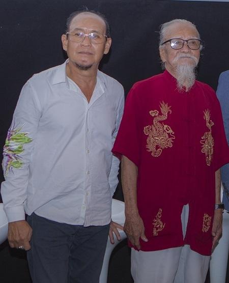 Duy Phương (trái) và Hữu Thành ở buổi ra mắt phim.