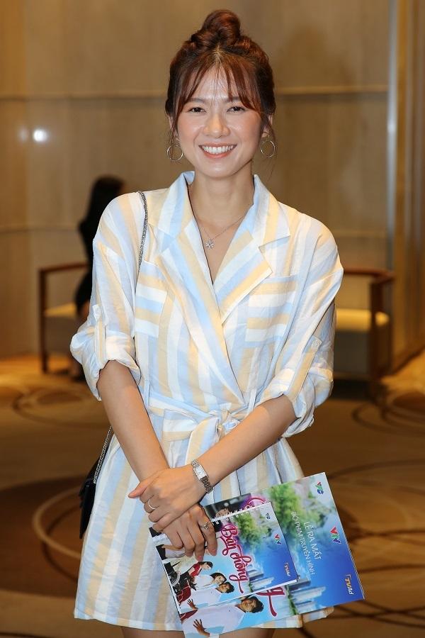 Cao Thái Hà, Khổng Tú Quỳnh mặc khoét ngực ở sự kiện
