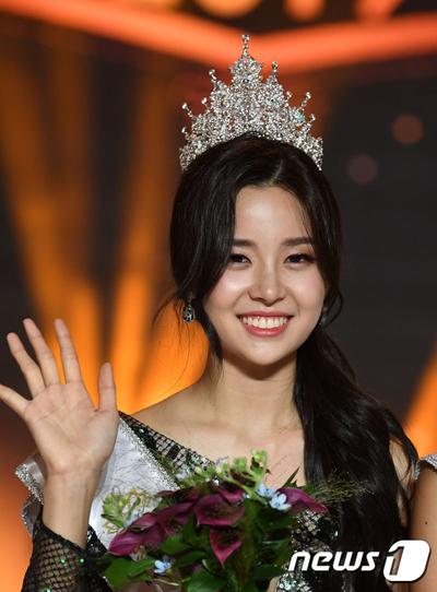 Kim Sae Yeon (20 tuổi) đăng quang hôm 11/7. Sau đêm chung kết, cô nhận được nhiều khen ngợi của khán giả Hàn Quốc