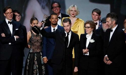 Đoàn Game of Thrones ăn mừng giải series chính kịch năm 2018. Ảnh: Reuters.