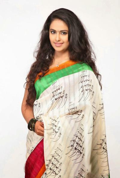 Avika Gor trong trang phục truyền thống của phụ nữ Ấn Độ.
