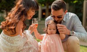 Vợ chồng Hà Anh đưa con gái một tuổi du ngoạn châu Âu