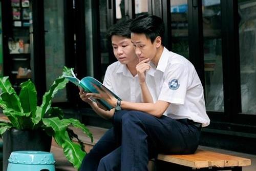 Đường sách Nguyễn Văn Bình thu hút nhiều độc giả trẻ, học sinh - sinh viên...