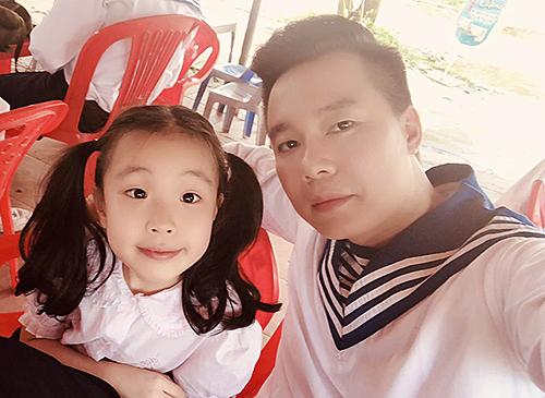 Xuân Hảo và con gái Băng Băng ở hậu trường.
