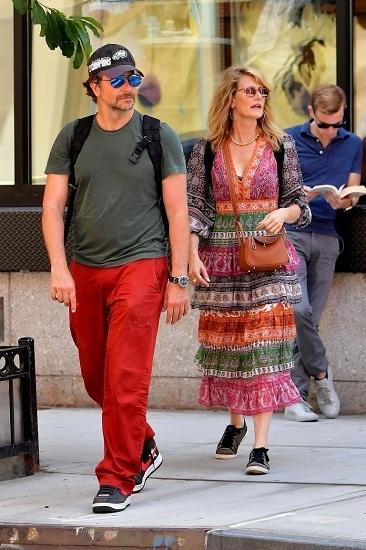 Bradley Cooper đến New York hôm 13/7. Ảnh: Backgrid.