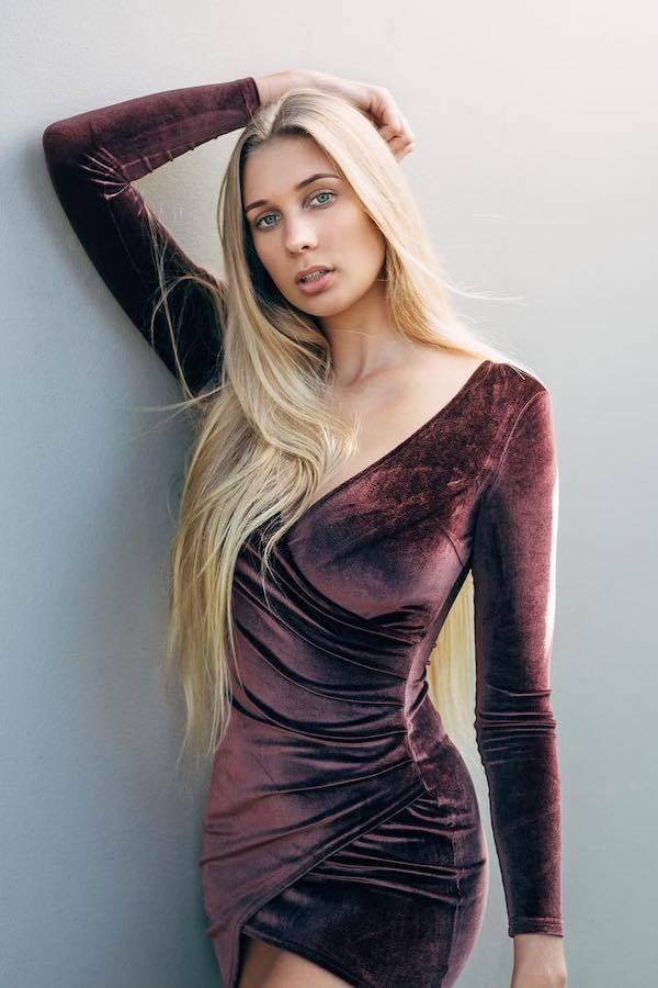 Nhan sắc tân Hoa hậu Thế giới Australia