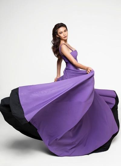 Mâu Thủy diện váy cô thiết kế.