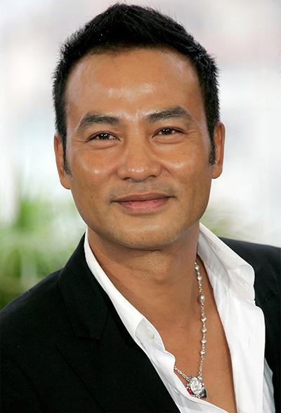 Ngày 20/7, khi dự sự kiện ở Quảng Đông, Trung Quốc, diễn viên Hong Kong Nhậm Đạt Hoa bị một người đàn ông cầm dao đâm, khiến anh bị thương ở bụng và ngón tay.