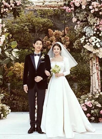 Ảnh cưới từng gây sốt trên trang cá nhân của Song Hye Kyo với hơn 3,8 triệu lượt Like.