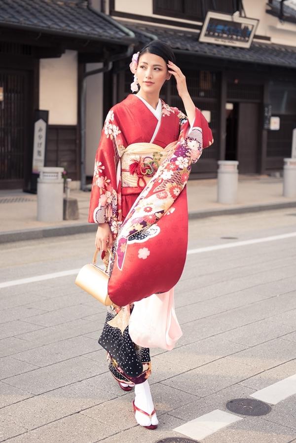 Phương Khánh mặc kimono dạo phố Nhật Bản