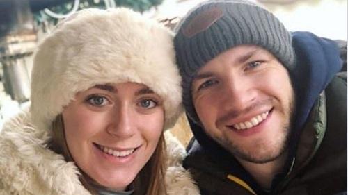 Joe Watts (phải) và bạn gái. Trên trang cá nhân, cô nói anh đã ổn định nhưng sau đó xóa bài đăng. Ảnh: Twitter.