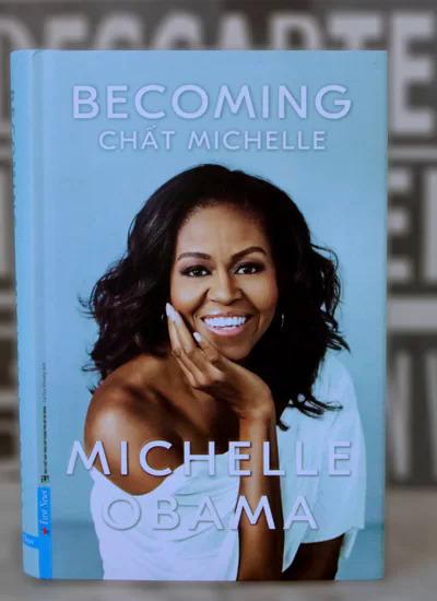 Bìa sách Becoming - Chất Michelle bản tiếng Việt. Sách do Lê Khương Duy dịch.