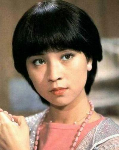 Tên tuổi bà sánh ngang Lâm Thanh Hà và các tài tử Tần Hán, Tần Tường Lâm. Theo QQ, bấy giờ truyền thông dùng cụm Nhị Tần nhị Lâm để chỉ bốn diễn viên tài năng.