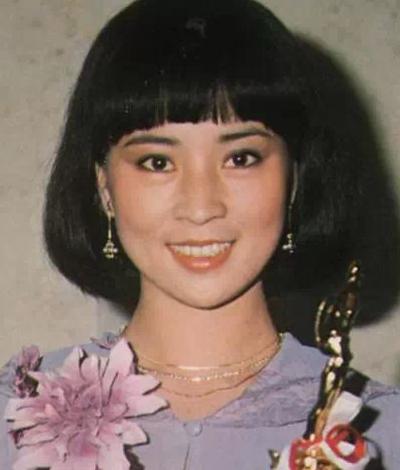 Lâm Phụng Kiều từng đoạt giải Nữ diễn viên diễn xuất hay nhất tạiAsian Pacific Film Festival năm 1979, Nữ diễn viên chính xuất sắc giải Kim Mã 1979.