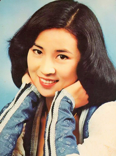 Hôm 24/7, Lâm Phụng Kiều được trông thấy xuất hiện tại nơi diễn ra Tuần phim hành động Thành Long, diễn ra ở tỉnh Sơn Tây, Trung Quốc Thành Long cũng ở đó song không sánh đôi với vợ. Theo Sina, lần hiếm hoi Lâm Phụng Kiều được bắt gặp. Ở tuổi 66, bà được khen khỏe khoắn, trẻ so với tuổi. Phụng Kiều sinh ở Đài Loan, đóng nhiều phim thập niên 1970.