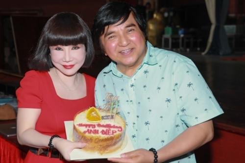 Nghệ sĩ Thanh Kim Huệ mừng Chí Tâm bước sang tuổi 69.