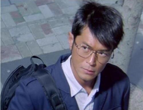 Trong phim Accident (2009), Cổ Thiên Lạc vào vai một tên sát nhân máu lạnh, che giấu thân phận bằng vẻ ngoại lịch thiệp. Hắn có tâm lý biến thái, không tin bất cứ ai, coi giết người là công việc không cần lý do. Tác phẩm tranh giải ở LHP Venice (Italy).