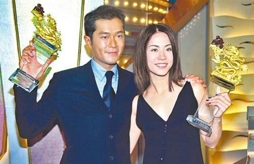 Hồ sơ trinh sát 4 là mốc son trong sự nghiệp củadiễn viên sinh năm 1970. VaiTừ Phi của anh được yêu thích nhờchính trực, thông minh, giúp anhthể hiệnkhả năng diễn xuất tâm lý. Nhân vật có nhiều cuộc đấu trí với tội phạm, đồng thời đứng giữa lựa chọn tình yêu vớihai cô gái do Tuyên Huyên và Hướng Hải Lam đóng. Với bộ phim này, Cổ Thiên Lạcthành người trẻ nhất lên ngôi Nam chính xuất sắc trong lịch sử giải thưởng TVB (29 tuổi), ngoài ra anh giành giải Cặp bạn diễn được yêu thích nhất cùng Tuyên Huyên.