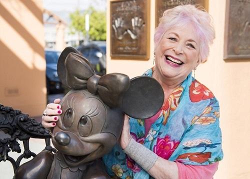 Russi Taylor và mô hình chuột Minnie. Ảnh: Walt Disney Studio.