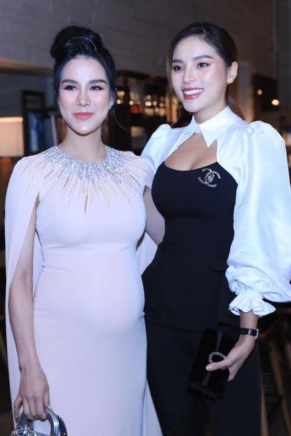 Diệp Lâm Anh (trái) là bạn thân của Đàm Thu Trang nhiều năm qua. Cô chia sẻ vui vì bầu quá lớn, cô bị bạn cắt mất suất làm phù dâu.