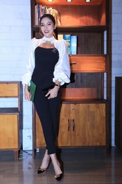 Hoa hậu Kỳ Duyên diện jumpsuit.