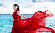 Jessica Minh Anh tạo dáng bên biển ở Maldives