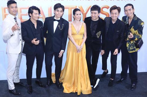 Từ trái sang: Diễn viên Trương Thế Vinh, Liên Bỉnh Phát, ca sĩJun Phạm, hoa hậu Thu Hoài, MC Trấn Thành, ca sĩ Ngô Kiến Huy, diễn viên BB Trần.