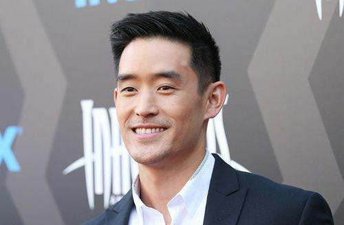 Diễn viên Mike Moh đóng vai Lý Tiểu Long trong phim. Dù không thích hình tượng nhân vật, Shannon khen ngợi diễn xuất, thần thái của Mike. Ảnh: IPTC.