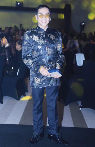 Nghệ sĩ Thành Lộc cho biết anh có mối quan hệ thân thiết với Thu Hoài gần 10 năm. Anh được người đẹp hỗ trợ các công nghệ làm đẹp để giữ được vẻ ngoài trẻ trung dù anh đã 58tuổi.