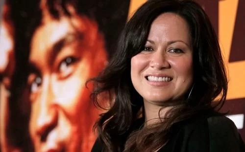 Shannon Lee sinh năm 1969, là con gái Lý Tiểu Long và Linda Lee Cadwell. Cô tập Triệt quyền đạo - môn võ do cha mình sáng tạo - và đóng một số phim võ thuật, trước khi chuyển hướng sản xuất phim. Cổ cũng là chủ tịch Bruce Lee Foundation - tổ chức giới thiệu tư tưởng, triết lý của cố huyền thoại võ thuật. Ảnh: Shutterstock.