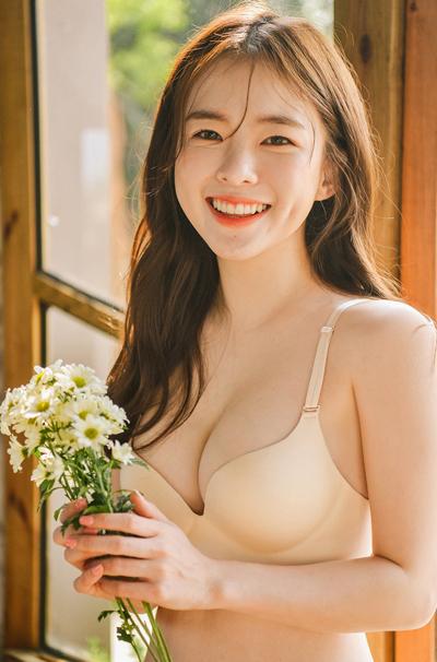 Trang cá nhân của Lee Ha Neul có 1,2 triệu người theo dõi. Nhiều khán giả thích