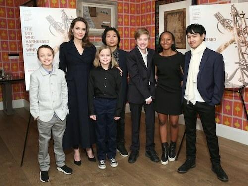 Angelina Jolie và sáu con chung cùng chồng cũ Brad Pitt. Ảnh: W Magazine.