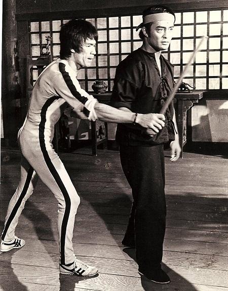 Dan Inosanto (phải) tập luyện. Ảnh: Diana Lee Inosanto đăng trên Variety.