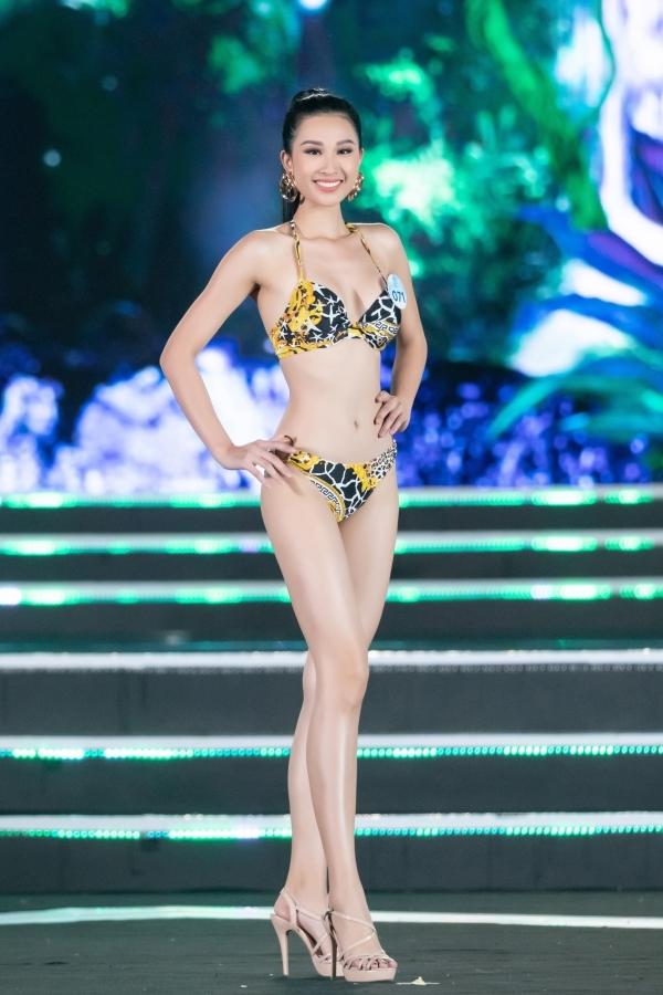 Thí sinh Hoa hậu Thế giới Việt Nam trình diễn bikini trong chung kết