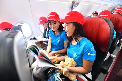 Suốt hành trình của cuộc thi trải dài từ Nam ra Bắc, các thí sinh và thành viên của chương trình liên tục phải di chuyển những chặng đường dài. Với sự đồng hành của nhà bảo trợ vận chuyển hàng không - Vietjet, toàn bộ các hoạt động xuyên suốt đều được diễn ra theo đúng kế hoạch và tiết kiệm thời gian cho các thí sinh.