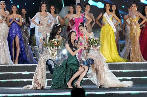 Thí sinh Lương Thùy Linh đến từ Cao Bằng vừa giành vương miện Hoa hậu Thế giới Việt Nam (Miss World Vietnam) trong đêm chung kết toàn quốc diễn ra tối 3/4 tại Đà Nẵng.