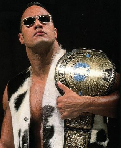 Dwayne Johnson thời còn thi đấu WWE với biệt danh Rocky. Ảnh: Pinterest.