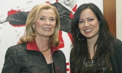 Linda Lee Cadwell (trái)và Shannon Lee - vợ và con gái Lý Tiểu Long - đềuphản đối hình tượng của ông trong phim mới. Ảnh: UPI.