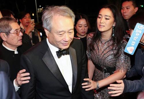 Đạo diễn Lý An và Củng Lợi tại lễ trao giải Kim Mã 2018. Ảnh: Appledaily.