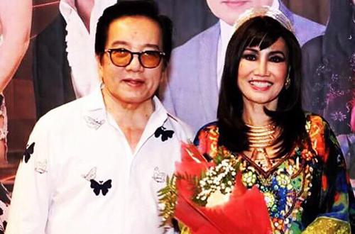 Thanh Lan thích hát cùng Elvis Phương (trái).
