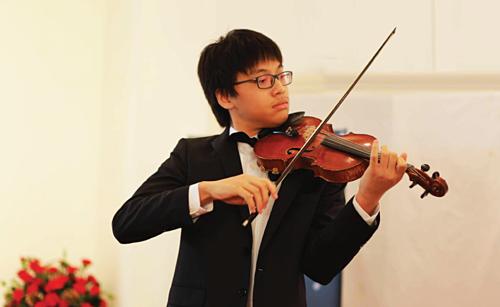 Thần đồng violin Trần Lê Quang Tiến – học trò của TS. NSƯT Bùi Công Duy đoạt giải Trình diễn tác phẩm đương đại xuất sắc nhất trong cuộc thi violin lần thứ 10, Tchaikovsky Competition for Young Musicians tại Kazakhstan năm 2017 và là một trong 10 gương mặt trẻ Việt Nam tiêu biểu năm 2016.