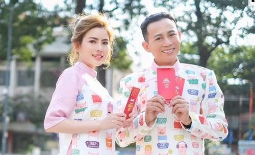 Thủy Tiên chụp ảnh cùng bố - nghệ sĩ Hữu Tiến.