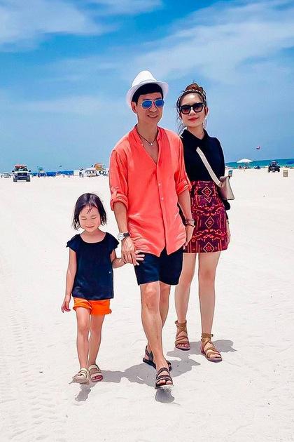 Sau khi rời Cali, họ ghé thăm Miami,thành phố biểnởtiểu bang Florida. Minh Hà khen biển nơi này màu xanh ngọc, ấm, không có rác, cát sạch nhưng hơi nhiều tảo. Nơi đây nổi tiếng là thành phố ăn chơi của Mỹ với rất nhiều siêu xe chạy ngoài đường thâu đêm suốt sáng.