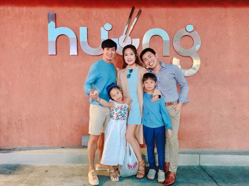 Họ ghé ủng hộ nhà hàng của vợ chồng diễn viên Việt Hương - Hoài Tâm (phải) ở Califonia.
