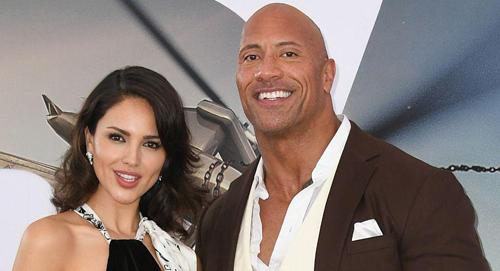 Eiza González (trái) và The Rock - hai diễn viên trong phim -ở buổi ra mắt tác phẩmtại Los Angeles (Mỹ). Ảnh: AFP.