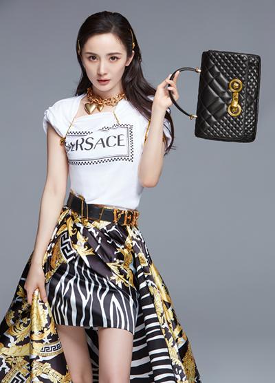 Dương Mịch quảng cáo váy áo, túi xách Versace.