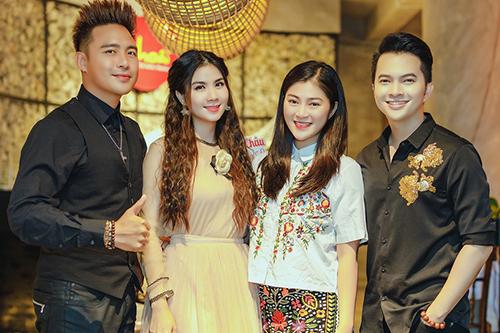 Từ trái qua: vợ chồng Thanh Duy - Kha Ly, Thanh Trúc, Nam Cường.